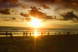 Berburu Eksotisme Sunset di Pantai Barat Pangandaran