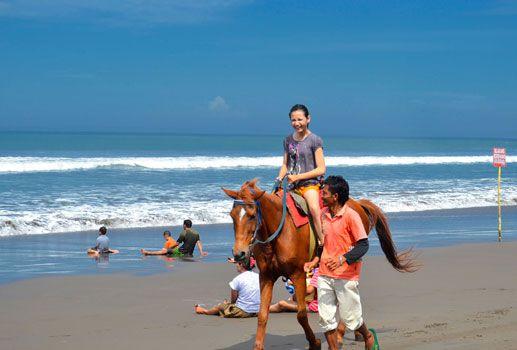 Serunya Menikmati Pantai Pangandaran Dari Atas Kuda