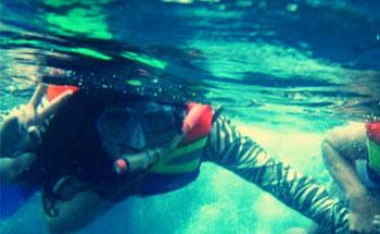 Asyiknya Snorkeling di Pasir Putih Pangandaran
