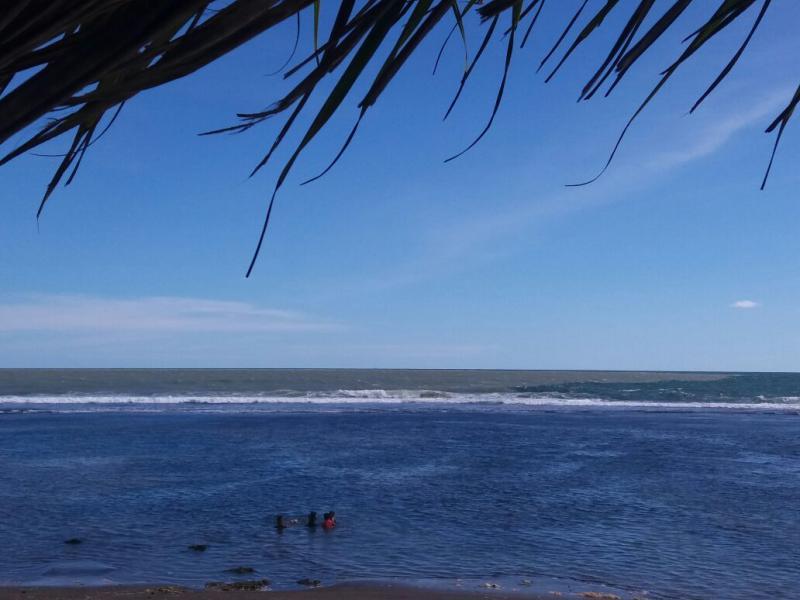 Melihat Fenomena Laut Dua Warna di Pantai Karapyak Pangandaran