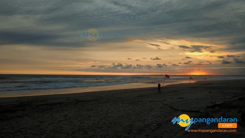 Menikmati Indahnya Panorama Sunset di Kampung Turis