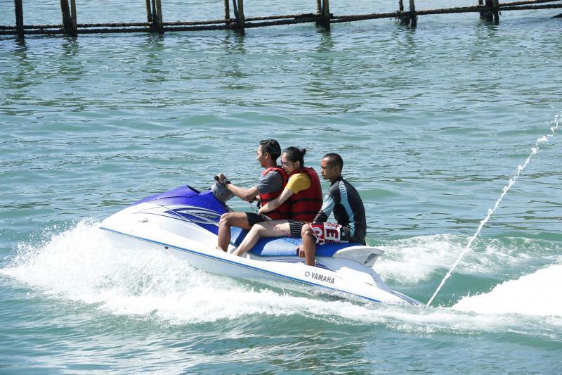 Serunya Uji Nyali Menjajal Jetski di Pantai Pangandaran