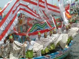 Lomba Perahu Hias (Tradisional & Kreasi)