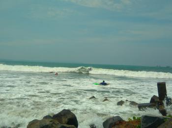 Anak Pantai Pangandaran Taklukan Ombak di Gelaran Surfing Contest