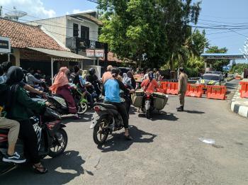 Foto Aktifitas Petugas Gabungan Saat Penutupan Objek Wisata Pantai Pangandaran