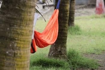 Menikmati Indahnya Pesona Pantai Timur Pangandaran Dengan Ayunan Hammock