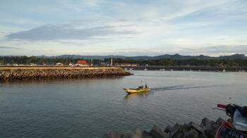 Panorama Sunrise Pelabuhan Cikidang Pangandaran