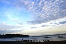 Menikmati Saat Sepi di Pantai Pangandaran