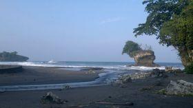 Alaminya Pantai Madasari yang Jauh dari Keramaian Pangandaran