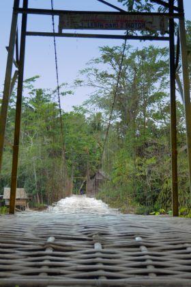 Jembatan Gantung Eunteung Cijulang,Sensasi Para Backpacker