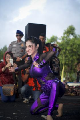 Dewi Persik Hibur Warga Kabupaten Pangandaran