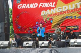 Salah Satu Concestan Grand Final Dangdut Pangandaran 2014