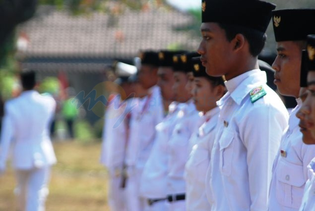 Aksi Pasukan Pengibar Bendera (Paskibra) Peringatan HUT RI di Pangandaran