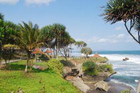 Indahnya Pantai Batu Hiu