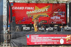 Salah Satu Concestan Grand Final Dangdut Pangandaran 2014