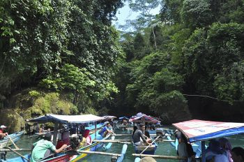 Antrian Perahu Green Canyon
