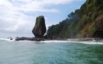 Batu Layar Maskot Wisata Bahari Pantai Timur