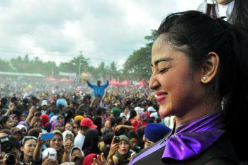 Dewi Persik Tampil Apik Dalam Peringatan Hari Jadi Kabupaten Pangandaran