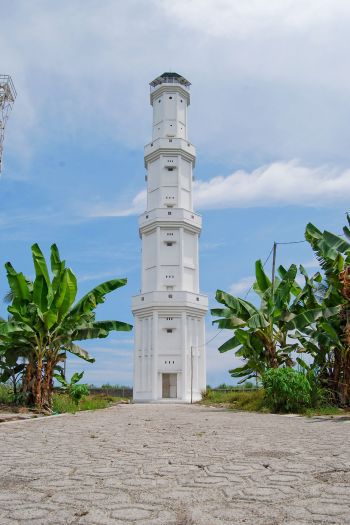 Gagahnya Menara Mercusuar Di Pantai Madasari