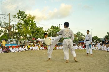 Memotret Latihan Bersama Bandung Karate Club Pangandaran