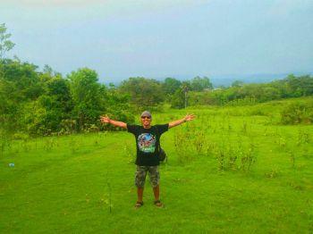 Menikmati Hijaunya Lapang Banteng