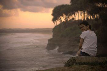 Menikmati Senja di Batu Hiu