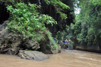 Musim Hujan Green Canyon Kian Asik