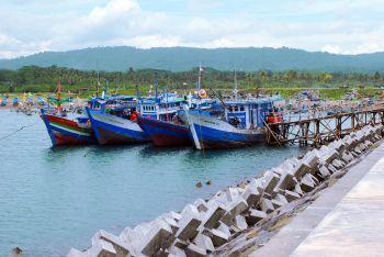 Nelayan Mulai Bersandar di Pelabuhan Cikidang