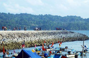 Ngabuburit di Pelabuhan Cikidang Pangandaran