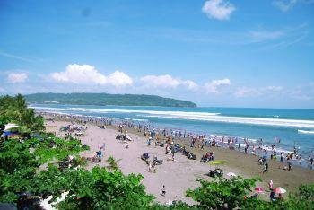 Objek Wisata Pangandaran Ramai Pengunjung