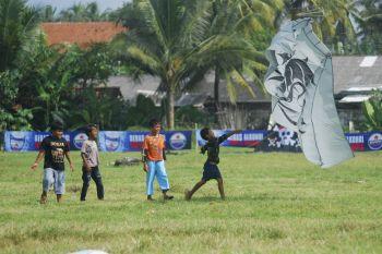 Pangandaran Kite Festival 2013, Berebut Layang-Layang