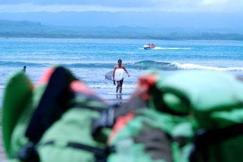 Pantai Batu Karas Masih Menjadi Destinasi Andalan Surfer Mancanegara