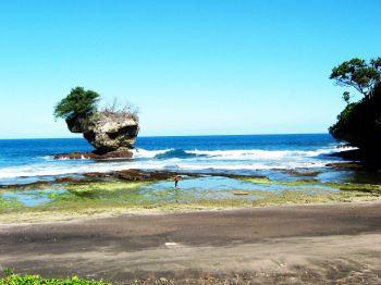 Pantai Batuleuit Karangseugeuh