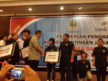 Pemberian Penghargaan Kontingen Seagames 2013 dan ASEAN Para games 2013 asal Pangandaran.