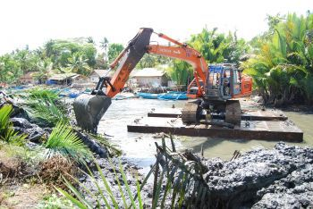 Pemerintah Lakukan Pengerukan Sungai Cikidang Pangandaran