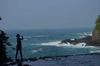 Photo Siluet di Indahnya Air Terjun Pananjung