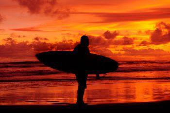 Potret Surfer Pangandaran, Beranjak Pulang