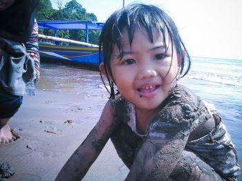 Serunya Bermain Pasir Pantai