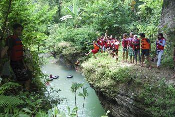 Spot Terjun Goa Lanang Rafting Selasari
