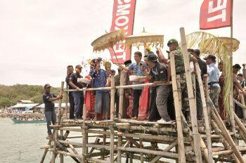 Syukuran Nelayan, Tabur Bunga Untuk Mengenang Jasa Nelayan Pangandaran