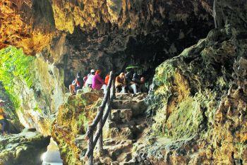 Wisata Jiarah Goa Panggung Pangandaran