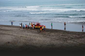 Patroli Petugas Pantai Pangandaran