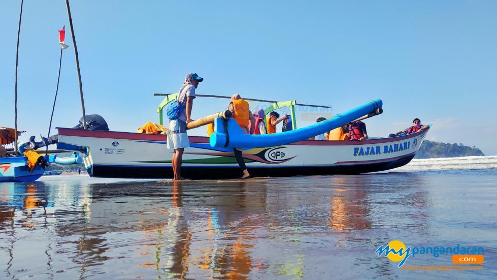 Berwisata Bahari di Pantai Barat Pangandaran