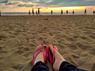 Menikmati Pantai di Sore Hari