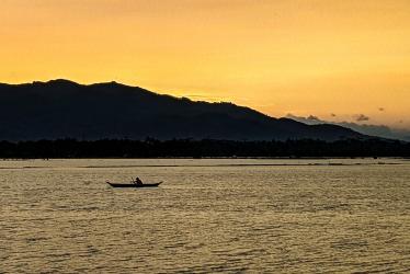 Indahnya Matahari Terbenam di Sawah Paledah Kabupaten Pangandaran