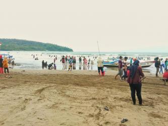 Jelang Pergantian Tahun, Pengunjung Pantai Pangandaran Mulai Berdatangan