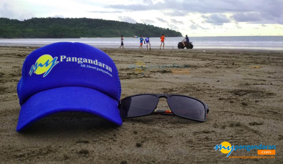 Keindahan Panorama Pantai Saat Surut