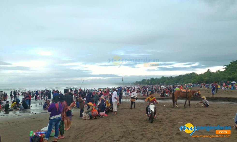 Libur Natal Tiba, Pantai Pangandaran dikunjungi Banyak Wisatawan