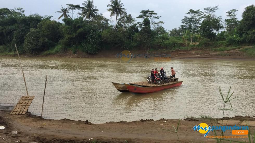 Potret Mbah Suryadi, Sang Juru Mudi Perahu Di Perbatasan Pangandaran