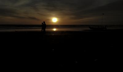 Melihat Keindahan Panorama Sunset di Pantai Barat Pangandaran